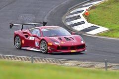 Karim Nagadipurna que compete em um desafio de Ferrari 488 na série de Asia Pacific do desafio de Ferrari compete Imagem de Stock Royalty Free