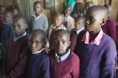 Karimba szkoła z dziecko w wieku szkolnym w sala lekcyjnej w Północnym Kenja, Afryka Zdjęcia Royalty Free