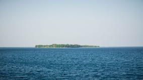 Karimun jawy wyspa po środku głębokiego błękitnego morza w środkowym Java Indonesia zdjęcia stock