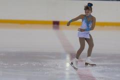 Karina Nikolaeva de Rússia executa o programa de patinagem livre das meninas de prata da classe III Foto de Stock Royalty Free
