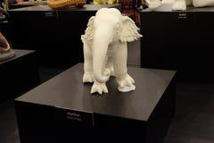 Karintha Paksa, staty av elefanten på den kungliga krematoriet i Thailand Arkivbild