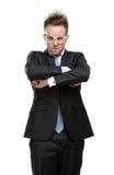 Karismatisk affärsman i exponeringsglas med korsade armar Fotografering för Bildbyråer