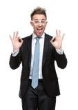 Karismatisk affärsman i reko göra en gest för exponeringsglas Arkivfoto