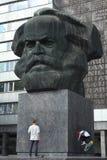Karl Marx Monument i Chemnitz, Sachsen, Tyskland Arkivbild