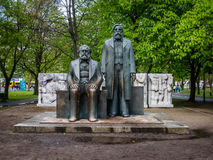 Karl Marx och Friedrich Engels monument i Berlin royaltyfri foto