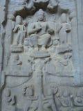 Karla Caves Chaityagriha, Sanctum Sanctorum, escultura de Budha flanqueó por otras deidades en Front Veran Foto de archivo
