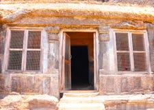 Karla grottor på berget i Indien Arkivbild
