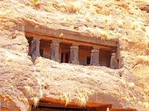 Karla-Höhlen auf Berg in Indien stockbild