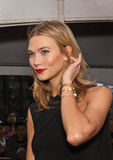 Karlie Kloss chega 2015 gala do tempo 100 Fotografia de Stock Royalty Free