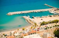 Karlovasijachthaven en strand, Samos, Griekenland Stock Foto