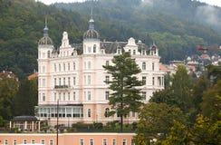 karlovy поменяйте Дворец Бристоля, XIX столетие взгляд городка республики cesky чехословакского krumlov средневековый старый стоковое изображение