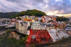 Karlovy unterscheiden sich abend lizenzfreies stockfoto