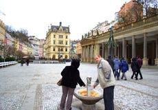 Karlovy varía la primavera mineral Foto de archivo libre de regalías