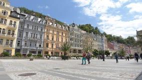 KARLOVY VARÍAN - 13 DE JUNIO: El tiro del lapso de tiempo de Karlovy varía, República Checa el 13 de junio de 2017 en Karlovy var almacen de video