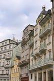 Karlovy varía pequeños hoteles Fotos de archivo libres de regalías