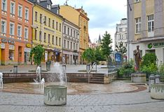 Karlovy variërt, Tsjechische Republiek De straatfontein in de stad Stock Afbeelding