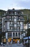 Karlovy-varieer, 28 Augustus: De hotelbouw in Karlovy varieert in Tsjechische Republiek Royalty-vrije Stock Foto's
