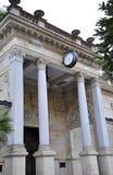 Karlovy-varieer, 28 Augustus: De oude Bouw bij schemer in Karlovy varieert in Tsjechische Republiek Stock Foto