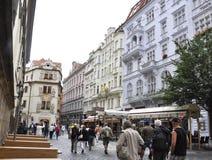 Karlovy-varieer, 28 Augustus: De Straat van de binnenstad bij schemer in Karlovy varieert in Tsjechische Republiek Royalty-vrije Stock Afbeeldingen