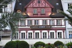 Karlovy-varieer, 28 Augustus: Het casino Fatade bij schemer in Karlovy varieert in Tsjechische Republiek Royalty-vrije Stock Afbeelding