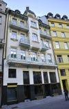 Karlovy-varieer, 28 Augustus: Het hotel Fatade bij schemer in Karlovy varieert in Tsjechische Republiek Stock Foto