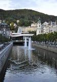 Karlovy-varieer, 28 Augustus: Het landschap van de binnenstad in Karlovy varieert in Tsjechische Republiek Stock Foto's
