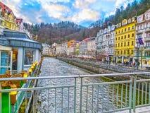 Karlovy varierar, den Cszech republiken - Januari 01, 2018: Invallningen av den Tepla floden i mitten Fotografering för Bildbyråer