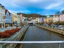 Karlovy varierar, den Cszech republiken - Januari 01, 2018: Panoraman av mitten av Karlovy varierar Arkivfoto
