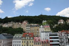 Karlovy varierar eller Carlsbad i västra Bohemia, Tjeckien royaltyfria foton
