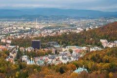 Karlovy varierar i höst arkivbilder