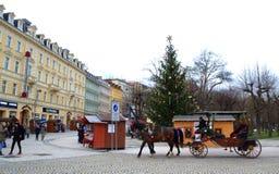 Karlovy varierar på jultiden arkivfoton