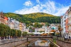 Karlovy Vary (Karlsbad) am sonnigen Tag Lizenzfreie Stockfotos