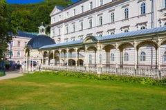 Karlovy Vary- - Sadova-kolonada, Karlsbad- - Sadova-Kolonnade, Tschechische Republik lizenzfreies stockbild