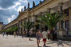 Karlovy Vary, Tschechische Republik - 20. Juni 2012 - das Gebäude der heißen Quellen des Mineralwassers in Karlovy Vary stockbilder