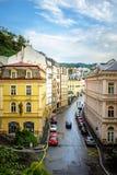 Karlovy Vary, Tschechische Republik - 13. September 2013: Straßenstadt stockbild