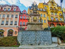 Karlovy Zmienia, Cszech republika - Styczeń 01, 2018: Filar Święta trójca, Karlovy Zmienia - republika czech Fotografia Stock