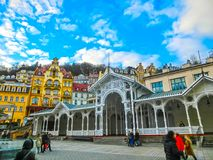 Karlovy Zmienia, Cszech republika - Styczeń 01, 2018: Gorących wiosen kolumnada w Karlovy Zmienia Obrazy Royalty Free