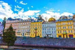 Karlovy Zmienia, Cszech republika - Styczeń 01, 2018: Fasady starzy domy w centrum Zdjęcie Stock