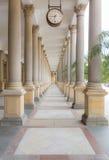 Karlovy Zmienia Młyńskiego kolumnada korytarz obraz stock
