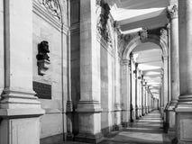 KARLOVY ZMIENIAJĄ, republika czech - GRUDZIEŃ 14, 2013: Młyńska kolumnada, czech: Mlynska kolonada w Kalovy, Zmienia, czech zdjęcia royalty free