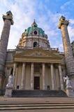 Karlskirche ou église de St Charles extérieure au lever de soleil à Vienne Image libre de droits
