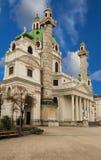 Karlskirche - som är tysk för Sts Charles kyrka, kyrka som placeras på den södra sidan av Karlsplatz, Wien fotografering för bildbyråer