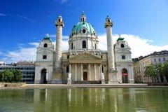 Karlskirche in Wien Stockfotos