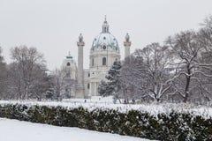 Karlskirche Wien i vintern arkivbilder