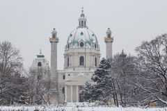 Karlskirche Wien i vintern royaltyfri fotografi