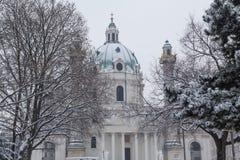 Karlskirche Wien i vintern royaltyfria bilder