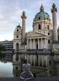 KarlsKriche al tramonto a Vienna fotografia stock libera da diritti