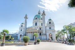 Karlsplatz和Karlskirche,维也纳,奥地利 图库摄影