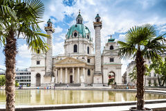 Karlsplatz的Karlskirche圣查尔斯教会巴洛克式的教会位于维也纳,奥地利。 免版税库存图片