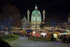 Karlsplatz-Weihnachtsmarkt in Wien, Österreich Lizenzfreie Stockfotos